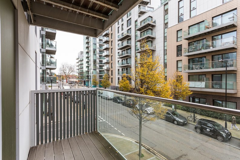 2 bedroom(s) apartment to sale in Riverside Apartments, Goodchild Road, Woodberry Down, Manor House-image 12
