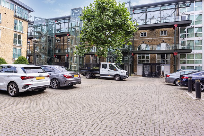 2 bedroom(s) apartment to sale in Hopton Road, Woolwich, London-image 24