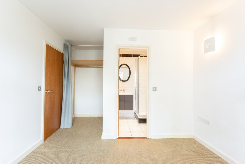 2 bedroom(s) apartment to sale in Hopton Road, Woolwich, London-image 13