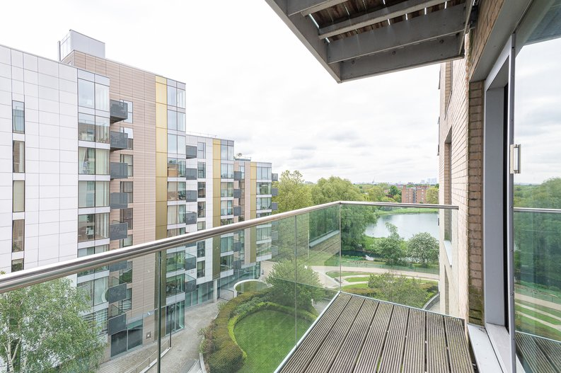 2 bedroom(s) apartment to sale in Goodchild Road, Woodbury Down, London-image 6