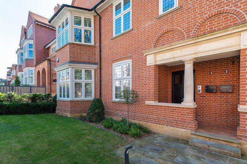 4 bedroom(s) apartment to sale in Kidderpore Avenue, Hampstead, London-image 16