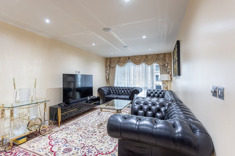 2 bedroom(s) apartment to sale in Boulevard Drive, London-image 13