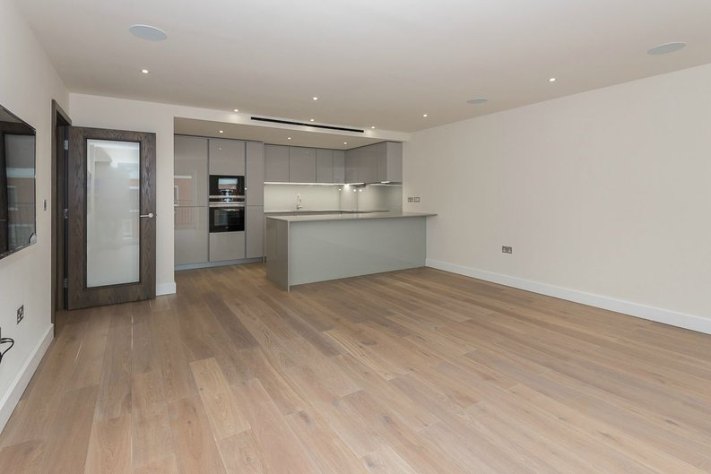 2 bedroom(s) apartment to sale in Goldhawk House, Beaufort Square, London-image 2
