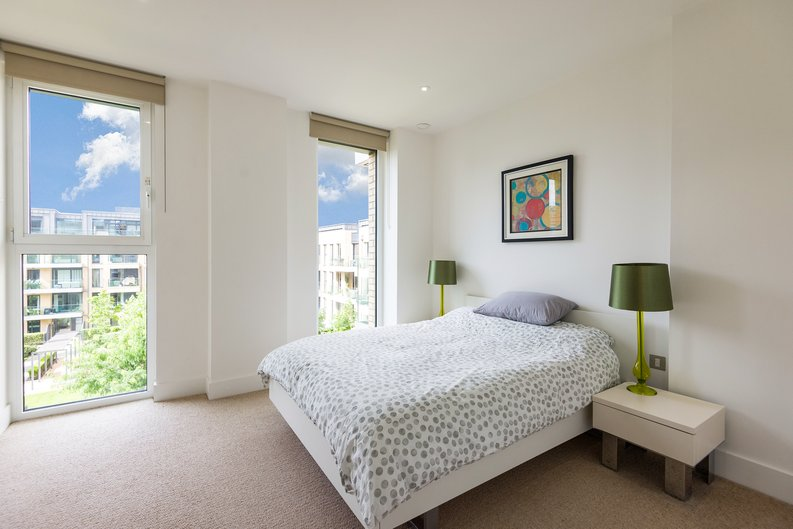 2 bedroom(s) apartment to sale in Westbourne Apartments , Central Avenue, Fulham Riverside, London-image 3