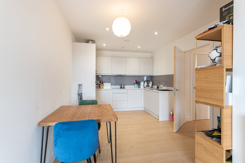 2 bedroom(s) apartment to sale in Eastern Point, Edgware Road, London-image 22