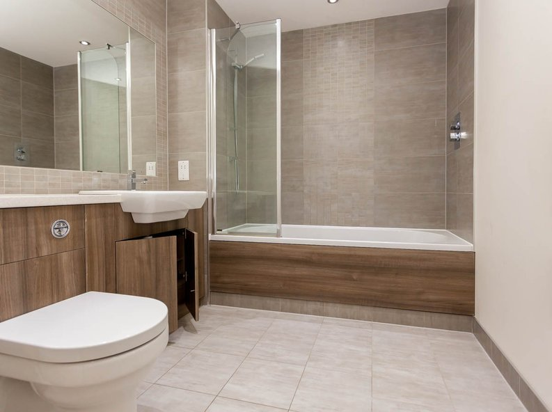 2 bedroom(s) apartment to sale in East Drive, Colindale, London-image 4