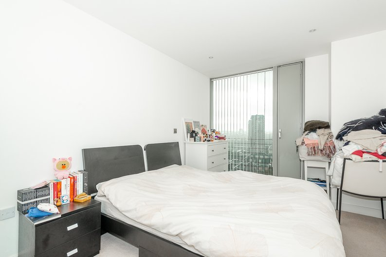 1 bedroom(s) apartment to sale in Landmark West Tower, 22 Marsh Wall, London-image 5