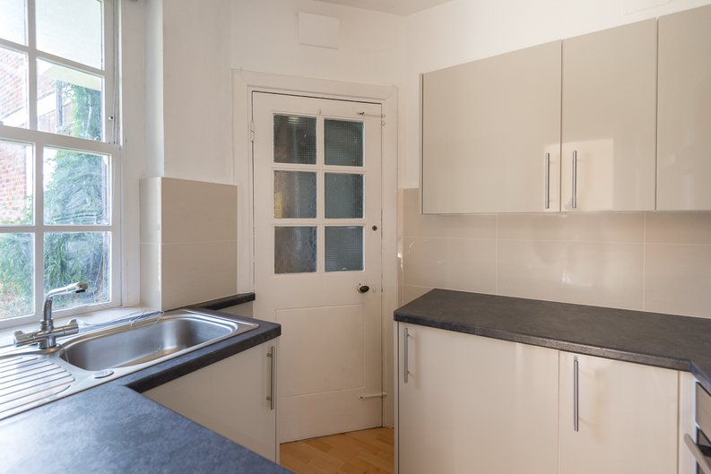 1 bedroom(s) apartment to sale in Greenhill, Prince Arthur Road, Hampstead, London-image 3