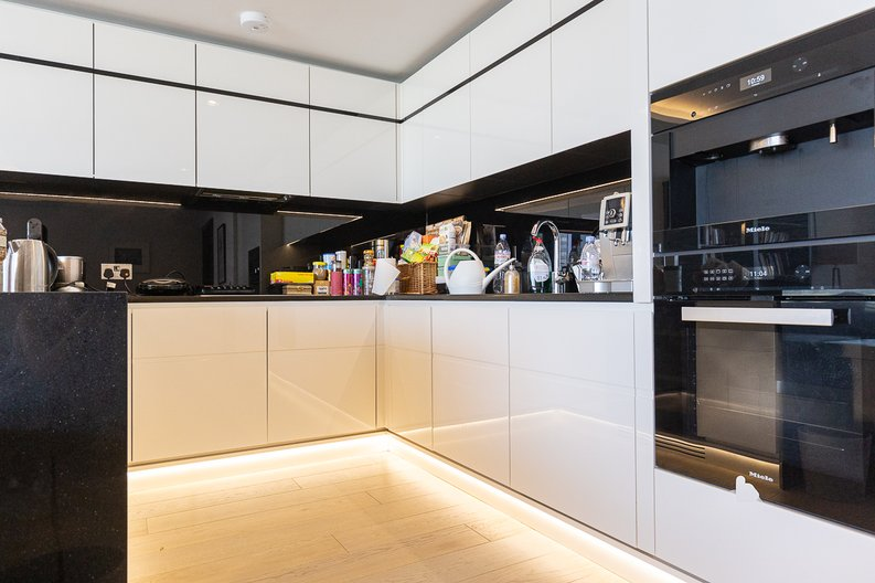 3 bedroom(s) apartment to sale in The Corniche, Albert Embankment, Vauxhall-image 3
