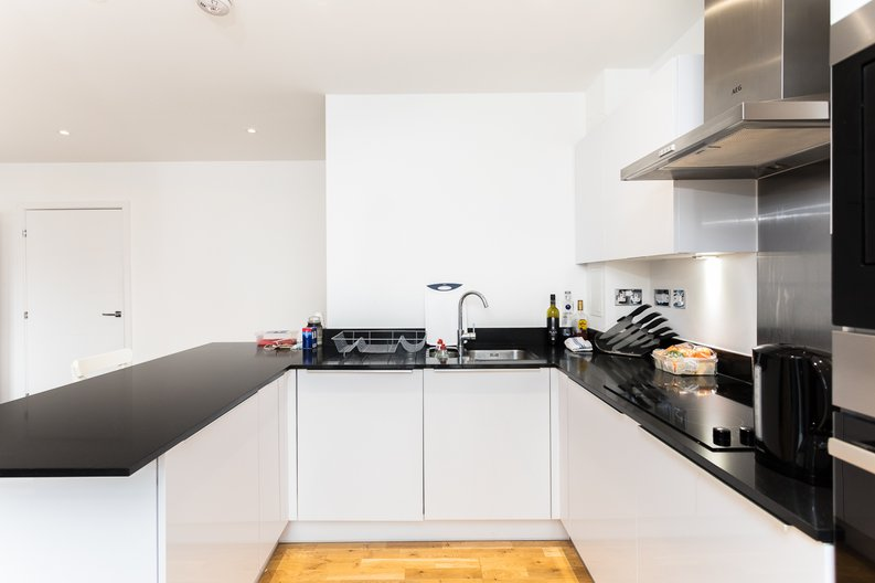 1 bedroom(s) apartment to sale in Cityview Point, Leven Road, Poplar-image 6