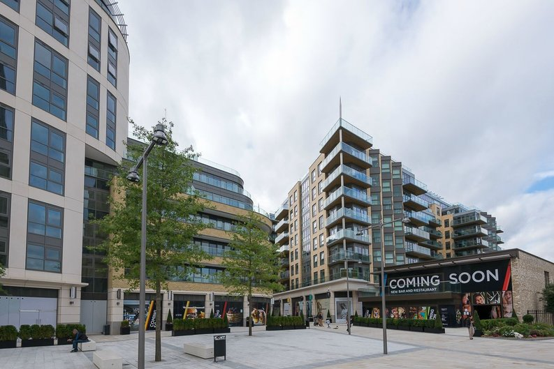 3 bedroom(s) apartment to sale in Quartz House, Dickens Yard, Ealing-image 15