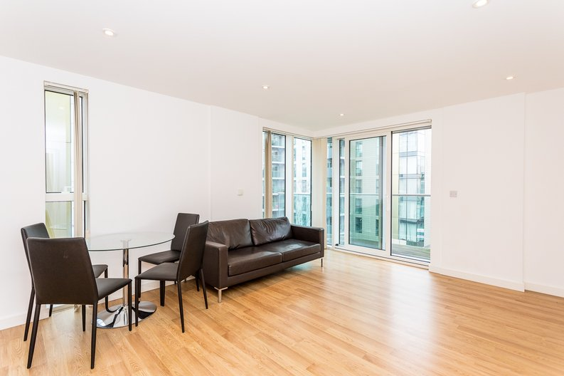 2 bedroom(s) apartment to sale in Waterside Apartments, Woodberry Down, Manor House-image 2