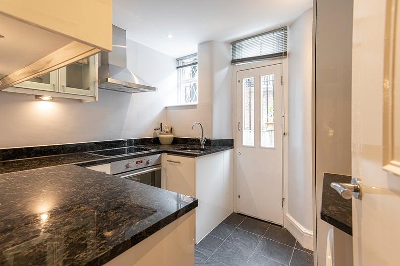 3 bedroom(s) apartment to sale in Walton Street, Kensington/Chelsea, London-image 14