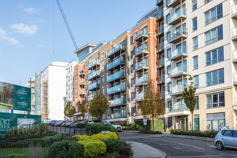 2 bedroom(s) apartment to sale in Empire House, East Drive, Beaufort Park, Colindale-image 19