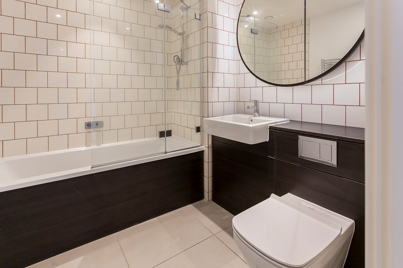 1 bedroom(s) apartment to sale in Royal Dock West, 12 Western Gateway, London-image 3