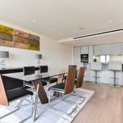 3 bedroom(s) apartment to sale in Golding House, Beaufort Square, Colindale-image 4