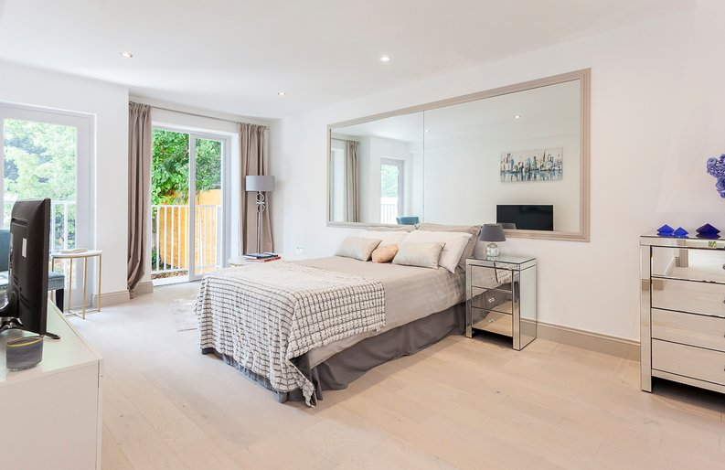 3 bedroom(s) apartment to sale in Montpelier Road, Ealing-image 17