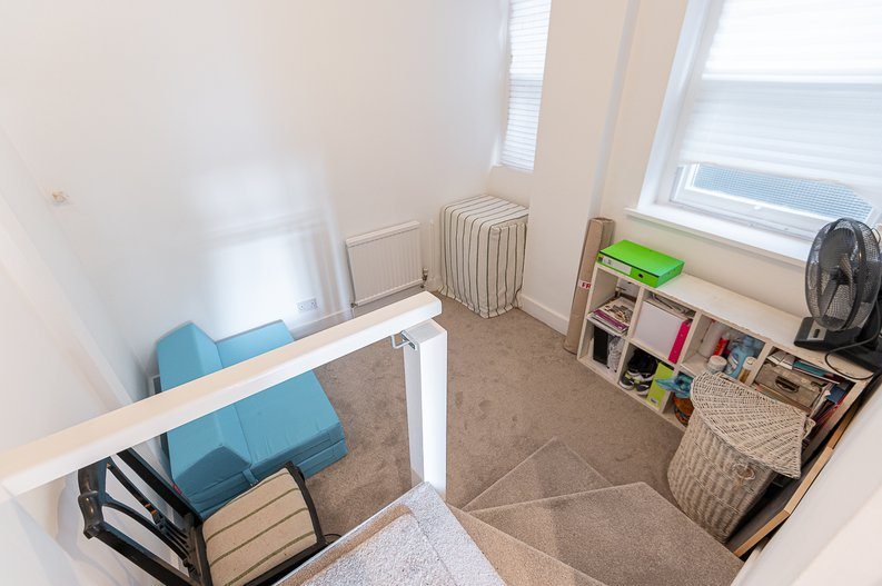 2 bedroom(s) apartment to sale in Cholmeley Park, Highgate Village, London-image 7