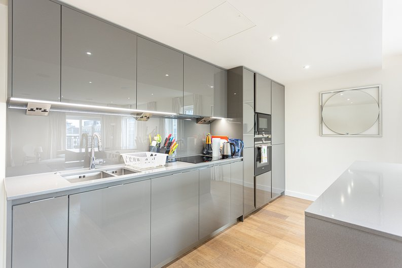 2 bedroom(s) apartment to sale in Beaufort Square, Colindale, London-image 14