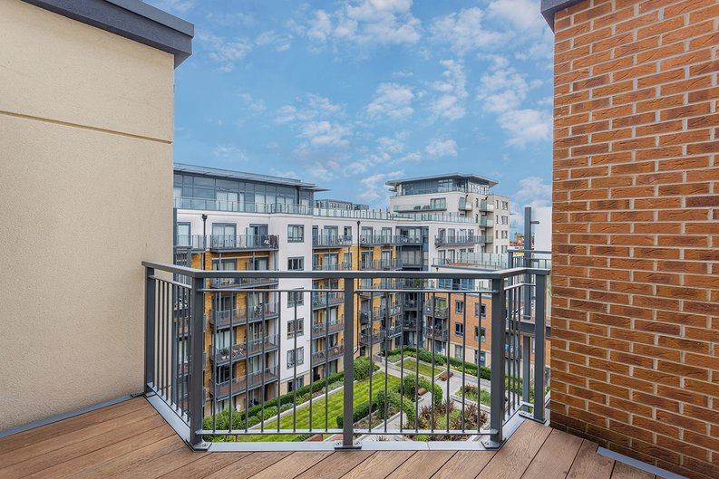 3 bedroom(s) apartment to sale in Boulevard Drive, Colindale, London-image 26