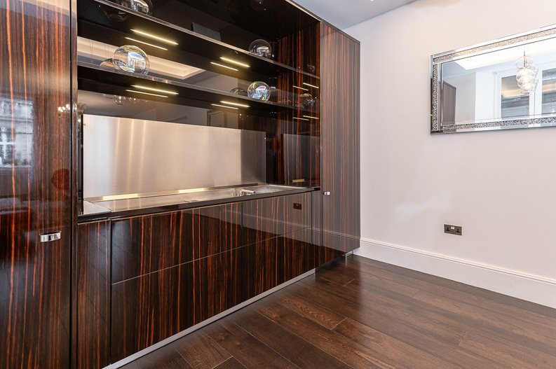 2 bedroom(s) apartment to sale in Park Street, Mayfair, London-image 2