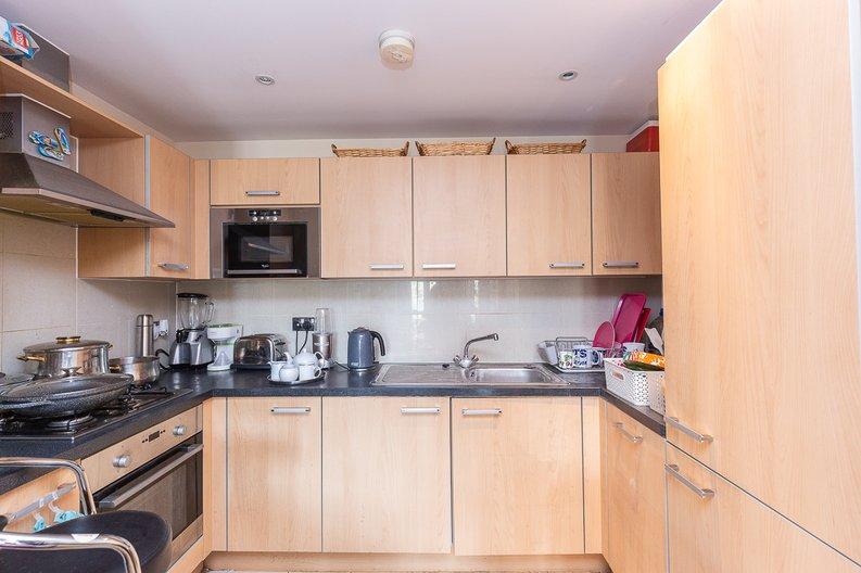 1 bedroom(s) apartment to sale in Warneford Court, Mannock Close, Colindale-image 3