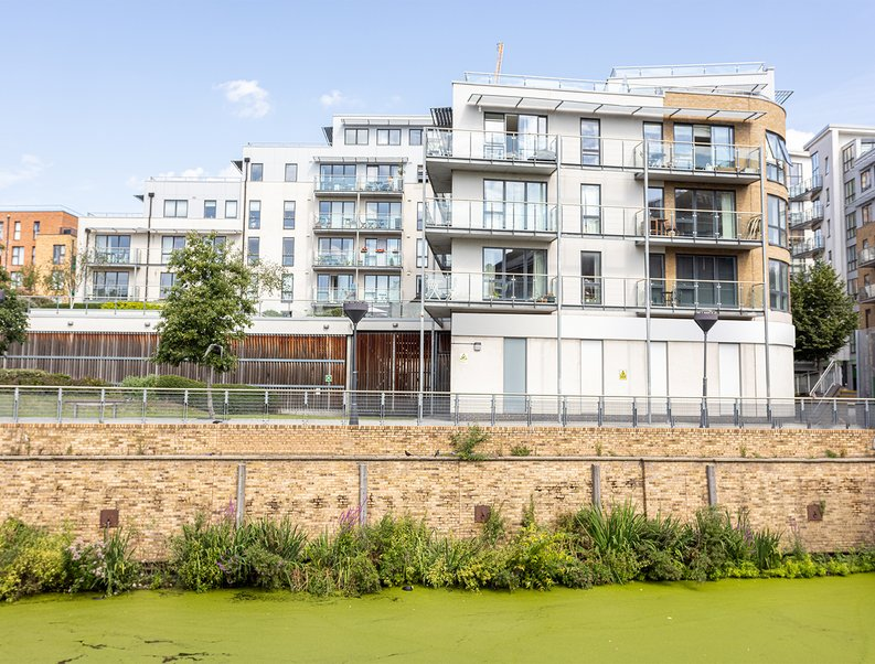 1 bedroom(s) apartment to sale in Caspian Wharf, 1 Yeo Street, Bromley-by- Bow, London-image 2