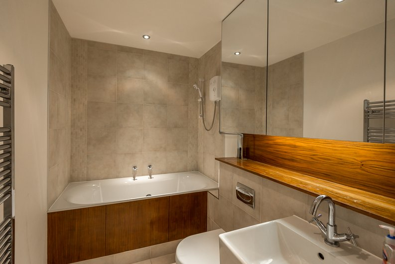 3 bedroom(s) apartment to sale in Courtyard House, Lensbury Avenue, Fulham-image 4