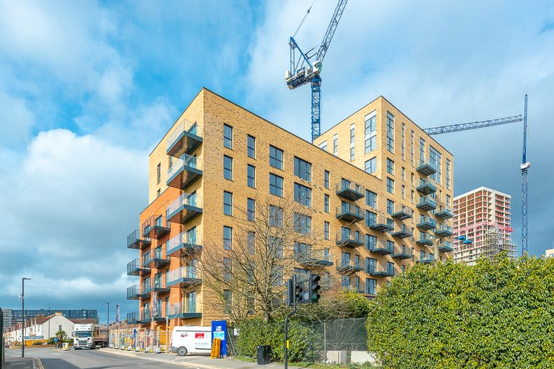1 bedroom(s) to sale in Greenview Court, Merrick Road, Southall-image 1
