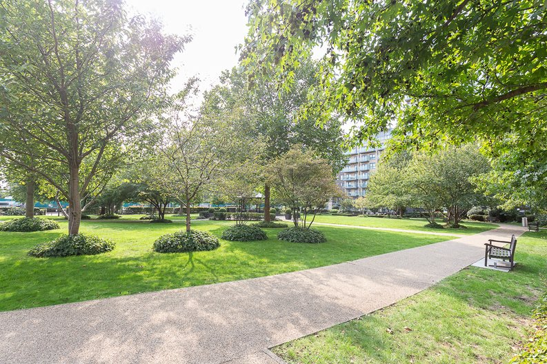 3 bedroom(s) apartment to sale in Golding House, Beaufort Square, Colindale-image 12