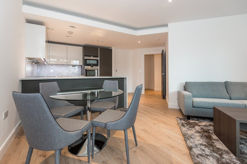 2 bedroom(s) apartment to sale in Lancaster House, Sovereign Court, Hammersmith, London-image 5