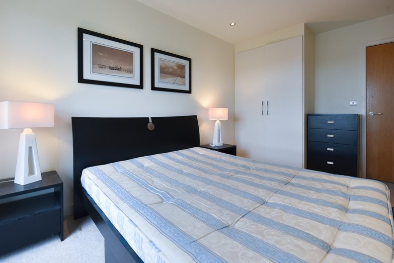 1 bedroom(s) apartment to sale in East Drive, London-image 12