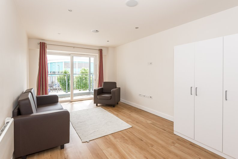 2 bedroom(s) apartment to sale in Claremont House, Aerodrome Road, Beaufort Park, Colindale-image 4