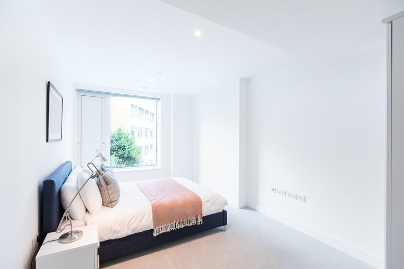 2 bedroom(s) apartment to sale in Marquis House, Sovereign Court, Hammersmith-image 8