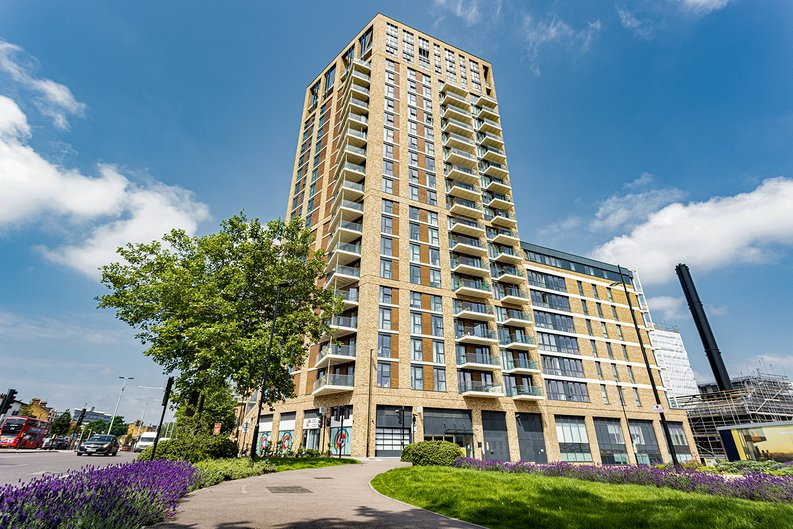 2 bedroom(s) apartment to sale in Victory Parade, Woolwich, London-image 9