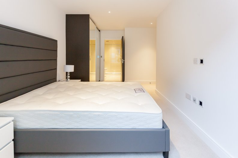 2 bedroom(s) apartment to sale in Quartz House, Dickens Yard-image 6