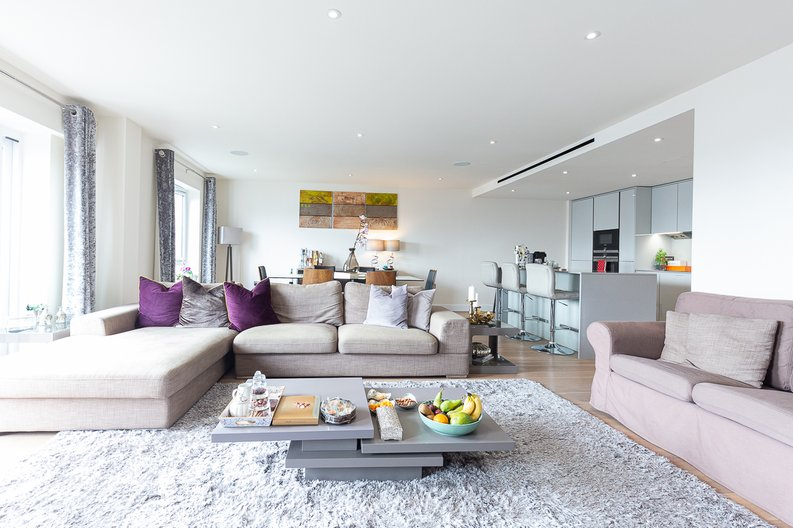 3 bedroom(s) apartment to sale in Golding House, Beaufort Square, Colindale-image 1
