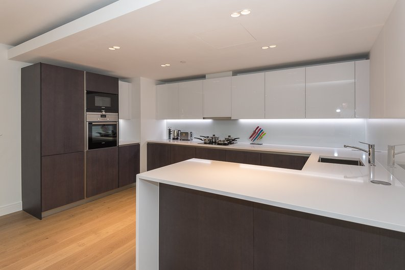 2 bedroom(s) apartment to sale in Longfield Avenue, Ealing, London-image 8
