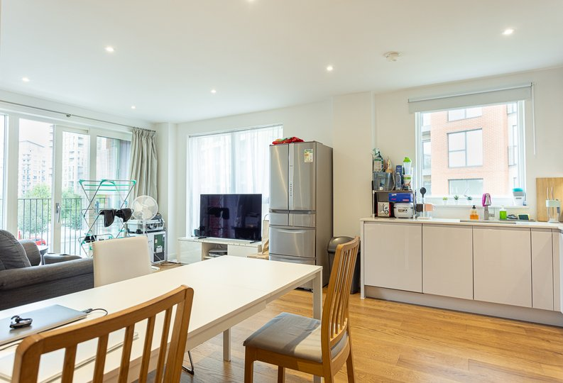 2 bedroom(s) apartment to sale in Lismore Boulevard, Colindale, Colindale Gardens, London-image 7