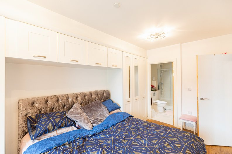 3 bedroom(s) apartment to sale in Olympic Way, Wembley, Greater London, London-image 8