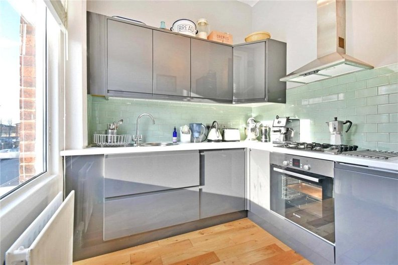 2 bedroom(s) apartment to sale in Claremont Road, Cricklewood, London-image 3