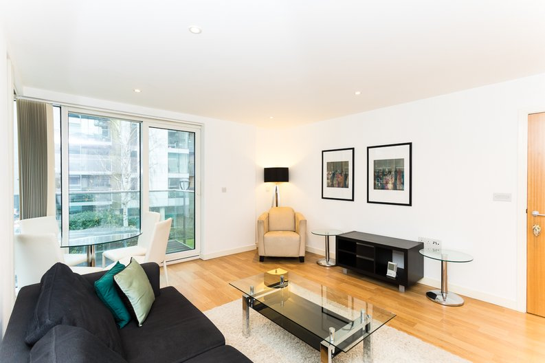 2 bedroom(s) apartment to sale in Waterside Apartments, Goodchild Road, Woodberry Down, Manor House-image 3