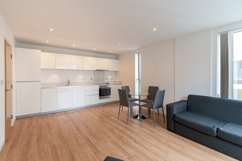 2 bedroom(s) apartment to sale in Goodchild Road, Woodbury Down, London-image 9