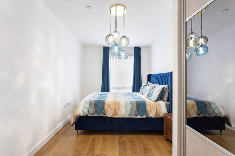 2 bedroom(s) apartment to sale in Colindale Gardens, London-image 10