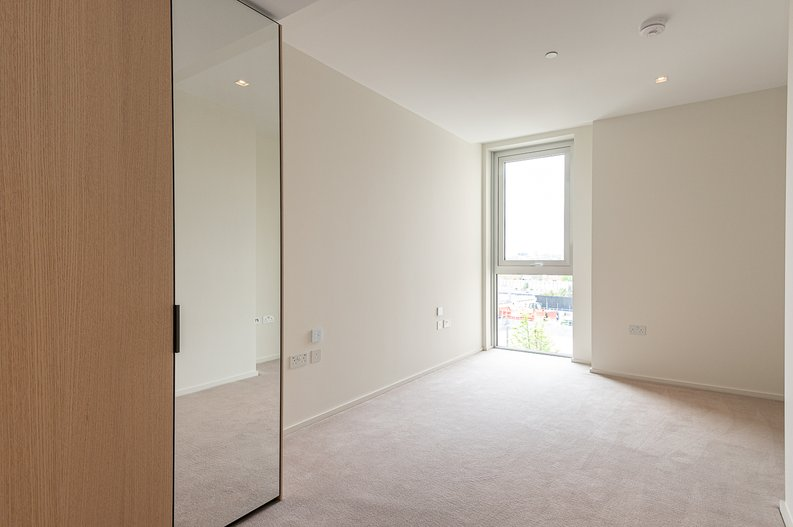 1 bedroom(s) apartment to sale in Lillie Square, Earls Court, London-image 8
