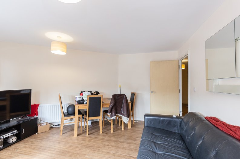2 bedroom(s) apartment to sale in Warneford Court, 10 Mannock Close, London-image 2