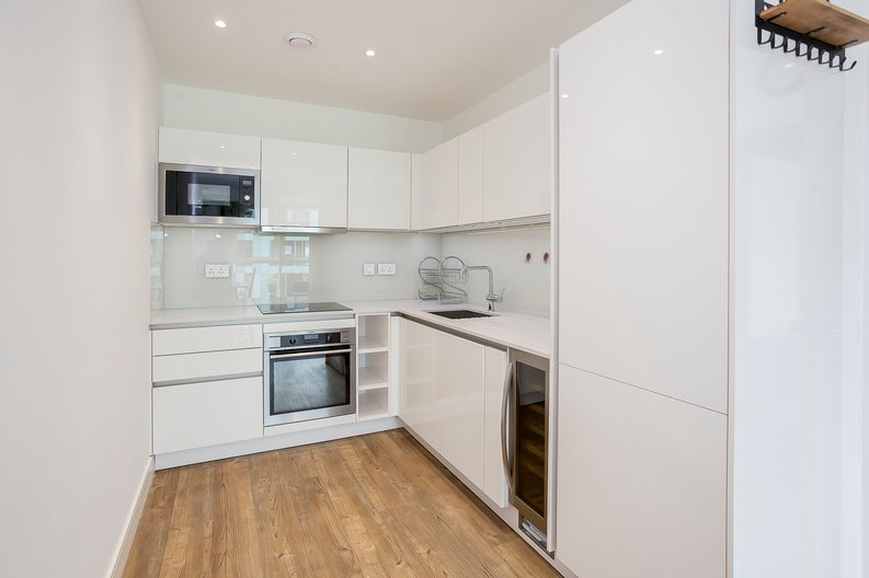 1 bedroom(s) apartment to sale in Lariat Apartments, Cable Walk, Greenwich, London-image 2