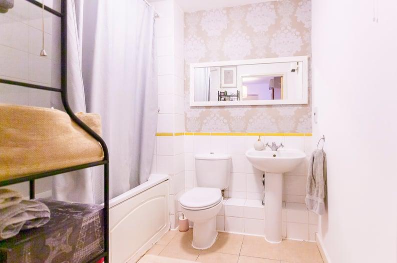 1 bedroom(s) apartment to sale in Martlesham Walk, Colindale-image 4