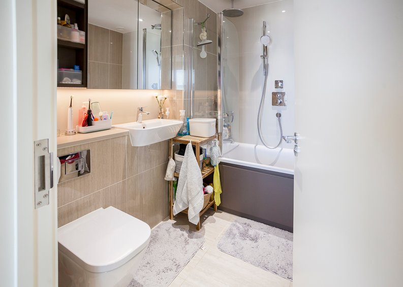 2 bedroom(s) apartment to sale in Tyger House, New Warren Lane, London-image 9