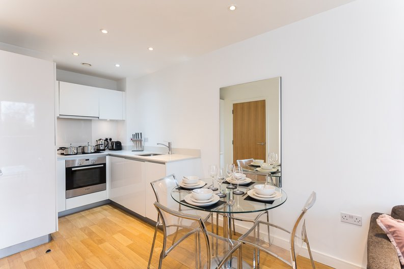 1 bedroom(s) apartment to sale in Riverside Apartments, Goodchild Road, Woodberry Down, Manor House-image 2